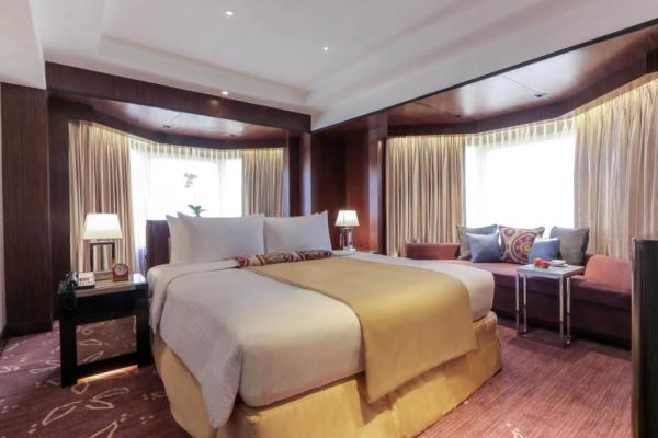 Premiere Regency Island Bed