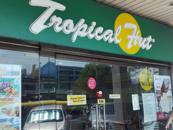 Tropical Hut branch in Jaka Plaza, Sucat Road, Parañaque City [Photo: Homerun Nievera]